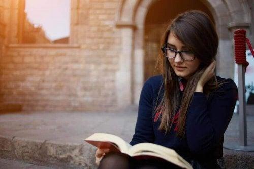 7 Vorteile, einige Minuten am Tag zu lesen
