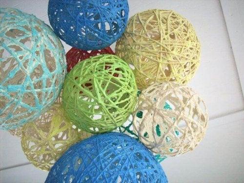 Schnurballons sind kleine Kunsthandwerke, die sich gut für ein Kinderzimmer oder eine Party eignen