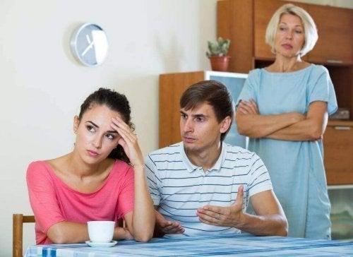 """Das Thema """"Schwiegermutter"""" führt oft zu Streit"""