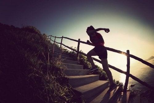 Treppensteigen eignet sich gut, um die Wadenmuskulatur zu trainieren