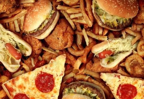 Fastfood und verarbeitete Speisen enthalten Transfette