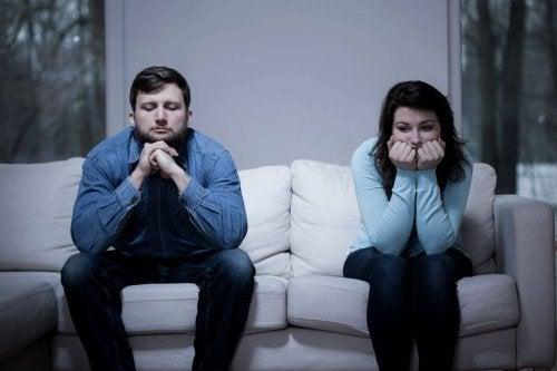Ein Ex, der nicht loslassen kann, ist ein häufiger Streitpunkt bei Pärchen