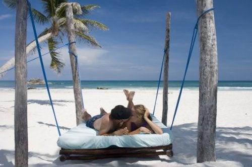 Wie man ein Reiseziel für die Flitterwochen wählt