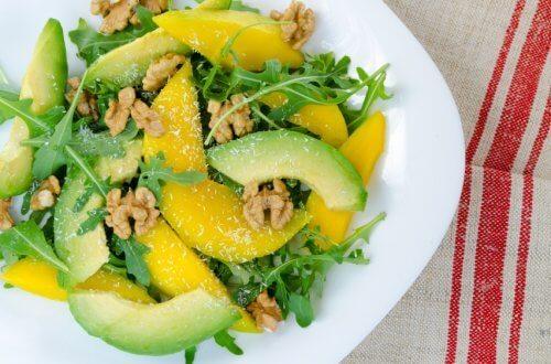 Gemischter Salat mit Mango