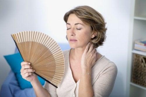 Hitzewallungen gehören zu den Veränderungen während der Wechseljahre
