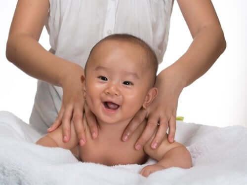 Massagen bei Verstopfung bei Säuglingen