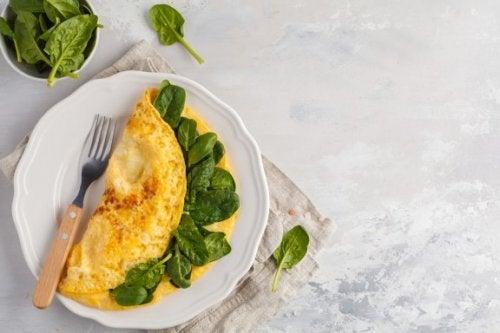 Omelette mit Spinat, Chia und Spirulina