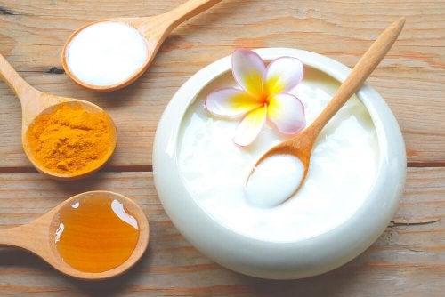Schönheitsmasken aus Joghurt und Honig