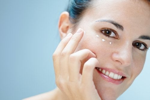 Augenpartie pflegen: 6 Tipps