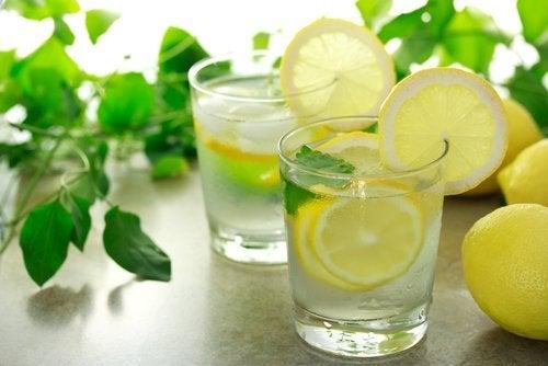 Zitronentee zur Linderung von Grippesymptomen