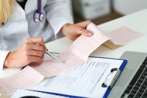 Das akute Koronarsyndrom: Kardiogramm zur Untersuchung
