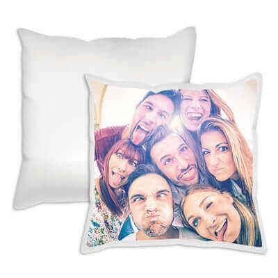 Ein Fotodruck auf Kissen eignet sich wunderbar für deine Familienfotos