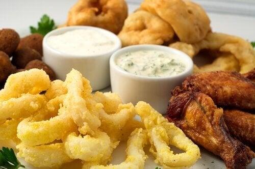 Geschmorter Tintenfisch isst sich gut mit einer Portion Kartoffeln als Beilage