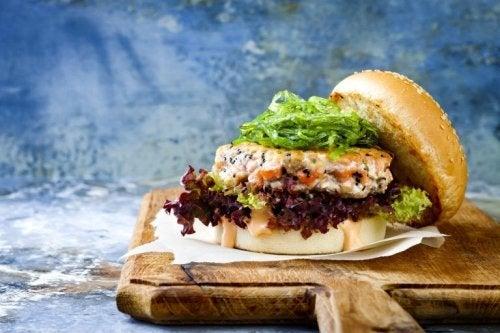 Hamburger mit Fisch und Meeresfrüchten