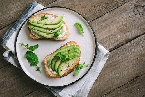 Veganer Käse aus Avocado mit Oregano: lecker und gesund!