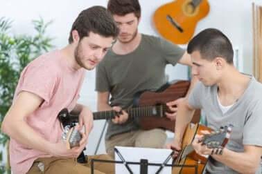 Jugendliche machen Musik