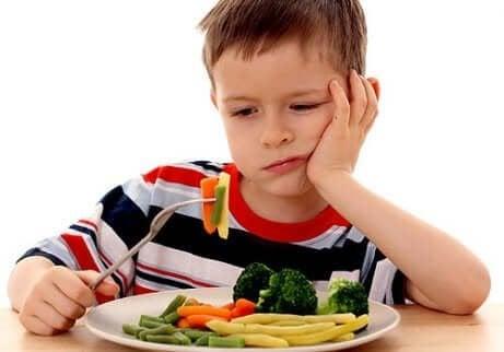 Kind hat keine Lust auf Gemüse