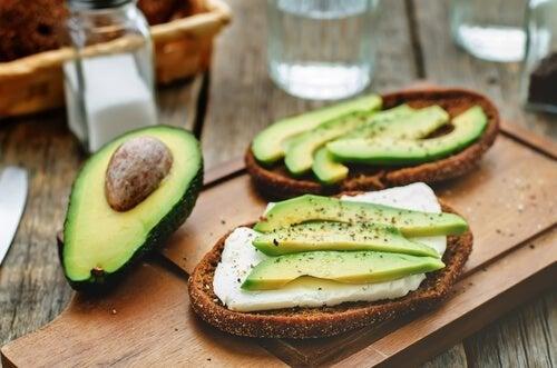 Veganer Käse aus Avocado mit Oregano: gesund und einfach in der Herstellung
