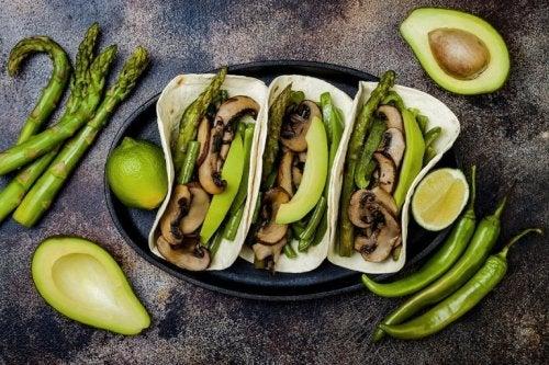 Veganertacos mit Avocado und Champignons