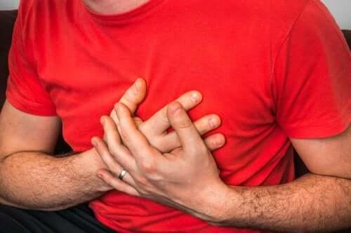 Brustschmerzen beim Husten: mögliche Ursachen