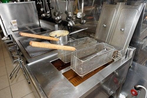 Friteuse einfach reinigen: 4 praktische Tipps