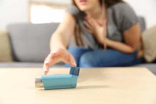 Schweres akutes Asthma: Symptome und Behandlung