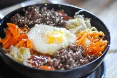 Bibimbap: Koreanischer Reis