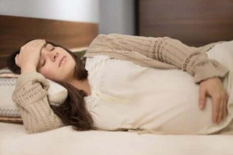 Symptome von Ischiasschmerz in der Schwangerschaft