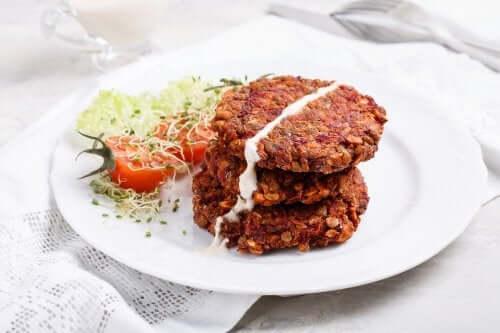 Veggie Burger aus roten Linsen