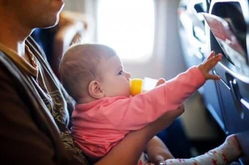 Reisen mit dem Baby: Tipps und Tricks