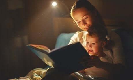 Lies mit deinem Kind, um den Abschied vom Haustier zu akzeptiere