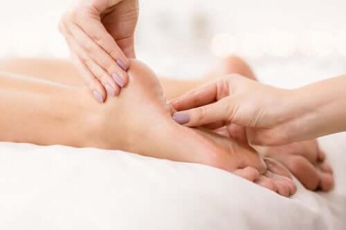 Brennende und schmerzende Füße: hilfreiche Hausmittel