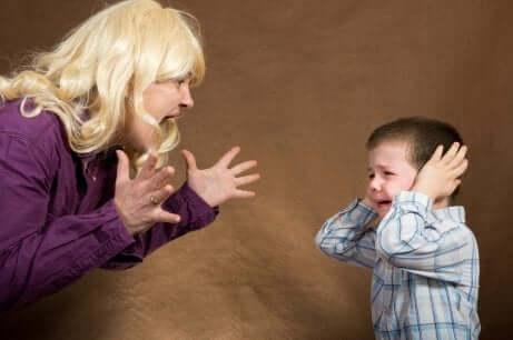 Anschreien von Kindern durch ihre Eltern