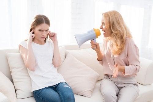 Anschreien von Kindern: 5 langfristige negative Folgen