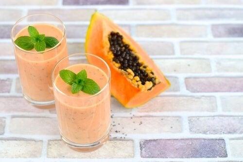 Smoothies mit Papaya und Kefir