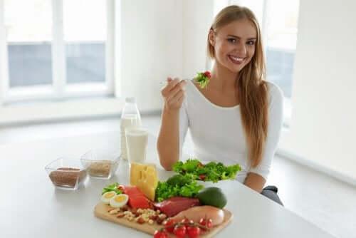 sich gesund ernähren, um Haarausfall vorzubeugen