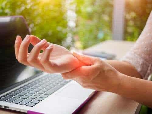 Arthritis der Hand: 5 Tipps zur Vorbeugung