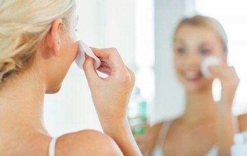 verstopfte Poren reinigen mit heißer Kompresse