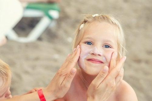 Die Hautpflege bei Kindern im Sommer