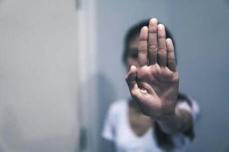 Missbrauch in einer Beziehung: das Schweigen der Opfer