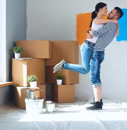 Umzugsstress am Tag des Umzugs mit dem Partner vermeiden