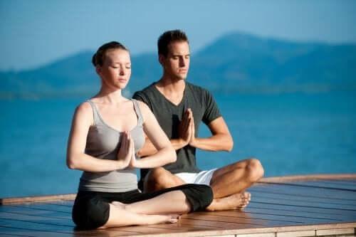 Stärkere Beziehung durch Yoga