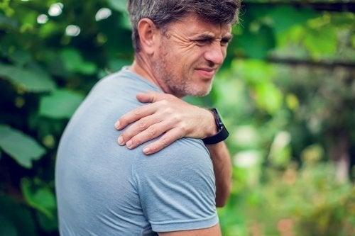 Hängende Schultern korrigieren