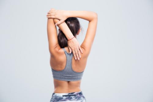 Wie kann man hängende Schultern korrigieren?