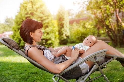 Tipps, um die nachgeburtliche Zeit im Sommer besser zu genießen