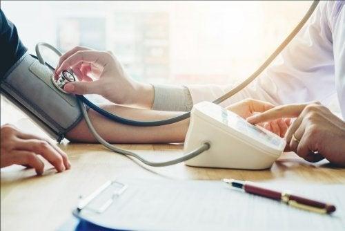 So verbesserst du deine Ernährung bei niedrigem Blutdruck