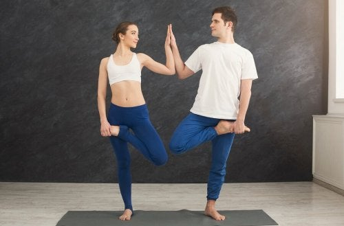 Durch Yoga kannst du das Vertrauen und den Teamgeist stärken