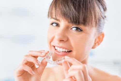 Wissenswertes über unsichtbare Zahnspangen