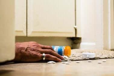 Welche Nebenwirkungen können bei der Medikation mit Opioiden auftreten?