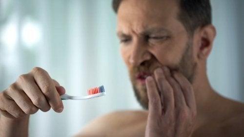 Zahnfleischbluten: Ursachen und Behandlung